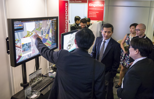 VIP Dr. Vivian Balakrishnan at G Element Booth